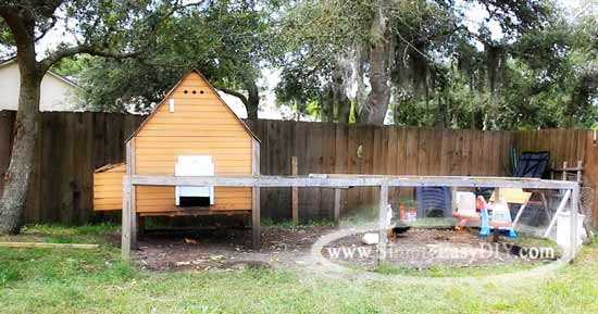 So it is with a heavy heart that I must tear it down. However, I am  encouraged by the thought that when we get to where we are going, I will  build ... - Simply Easy DIY: DIY: Small Backyard Chicken Coop