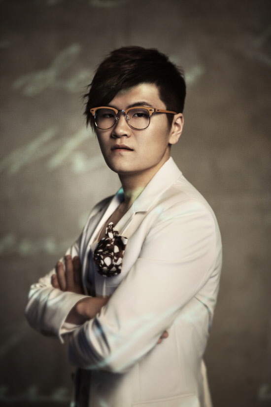photo of Shin Yong Jae  - car