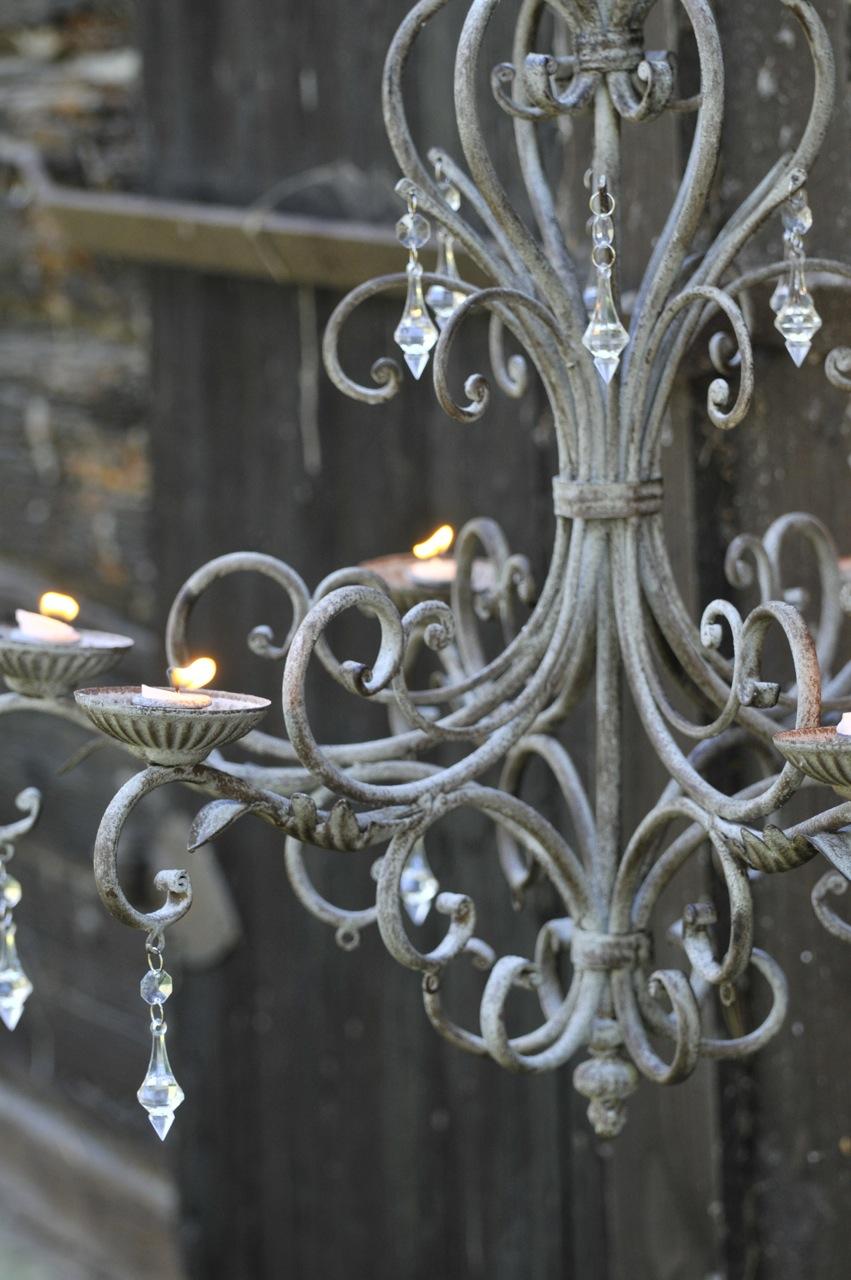 Villa nystuga   vårt lågenergihus på landet: rustikt bord med ...