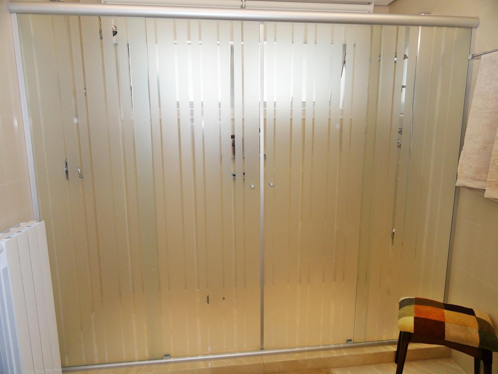 box de banheiro com faixas mais discreto e de muito bom gosto #281406 1600 1200