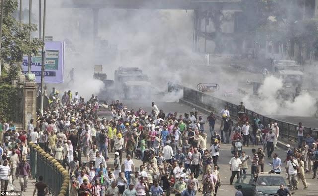 صور تُنشر لأول مرة لأحداث ميدان الجيزة ونفق الهرم أثناء مذبحة الفض 1450827_10202477314754592_763654888_n