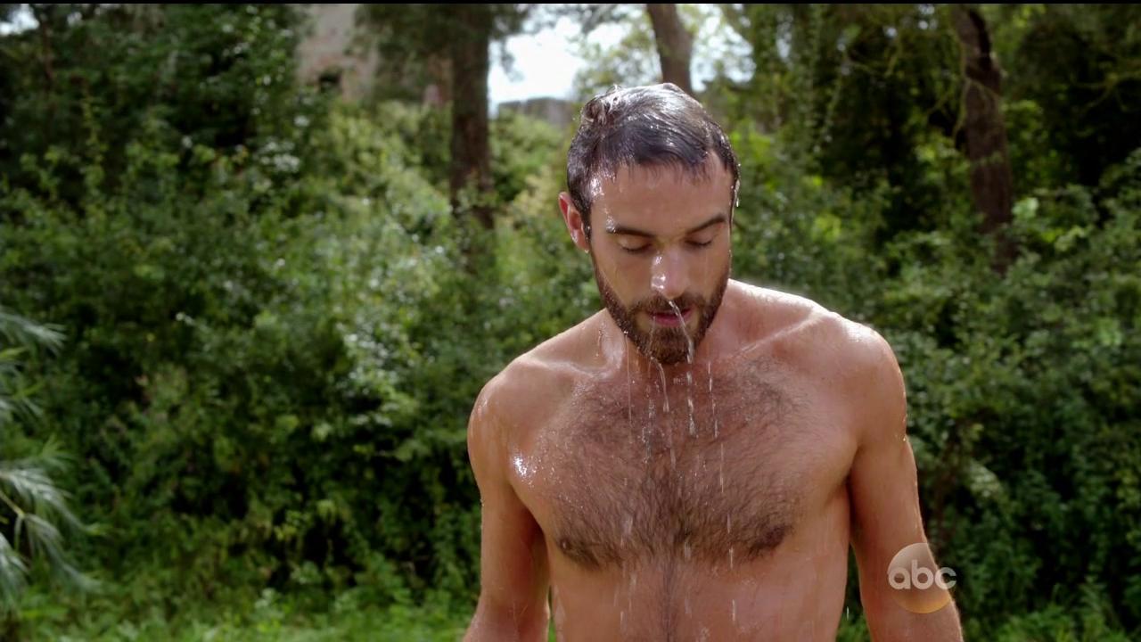 Shirtless Men On The Blog: Joshua Sasse Shirtless
