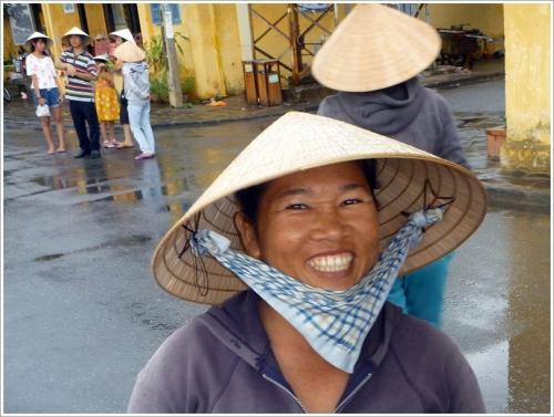 観光ボート客引きの女性