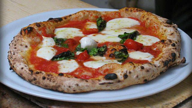 Ricetta per la pasta della pizza napoletana