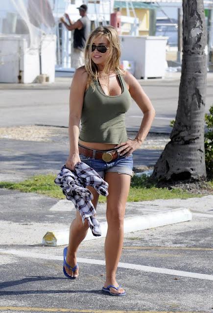 Carmen Electra - Short Jeans