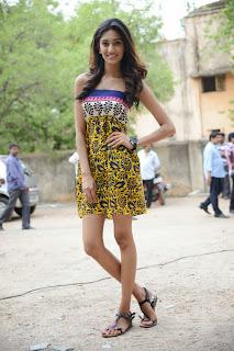 Erica Fernandes Glamorous Short Gown Lovely Tall Beauty Gaali Patam Last Day Set