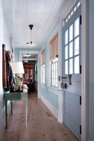 Boiserie c celeste sulle pareti a long island for Arredamento per corridoio