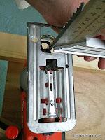 Ajustar la posición del patín de la sierra caladora. Enredandonogaraxe.com