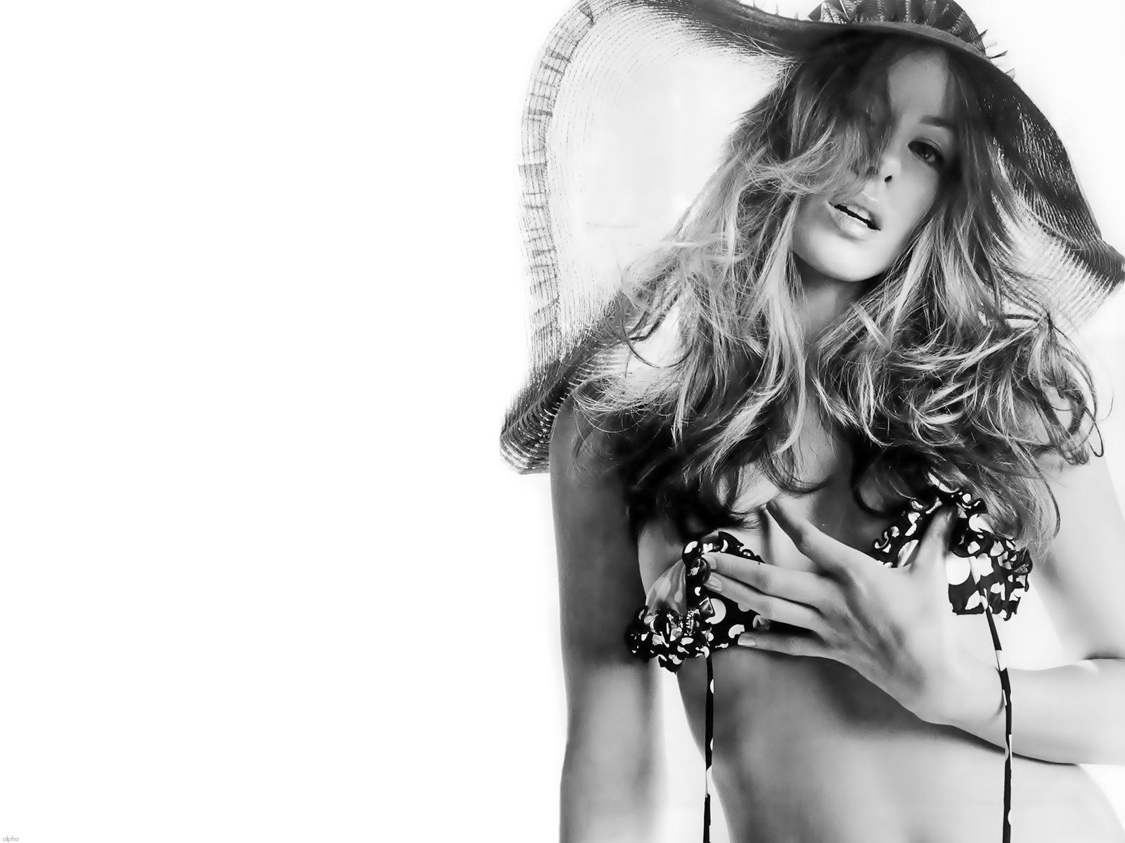 http://4.bp.blogspot.com/-75vKMdPCM3k/Txb-7ZMulNI/AAAAAAAAAlQ/VhF9RkyVPEw/s1600/Kate-Beckinsale-Black-White-hot-2012-01.jpg