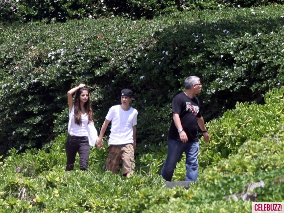 justin bieber and selena gomez in hawaii 2011. 2011 Justin Bieber Selena