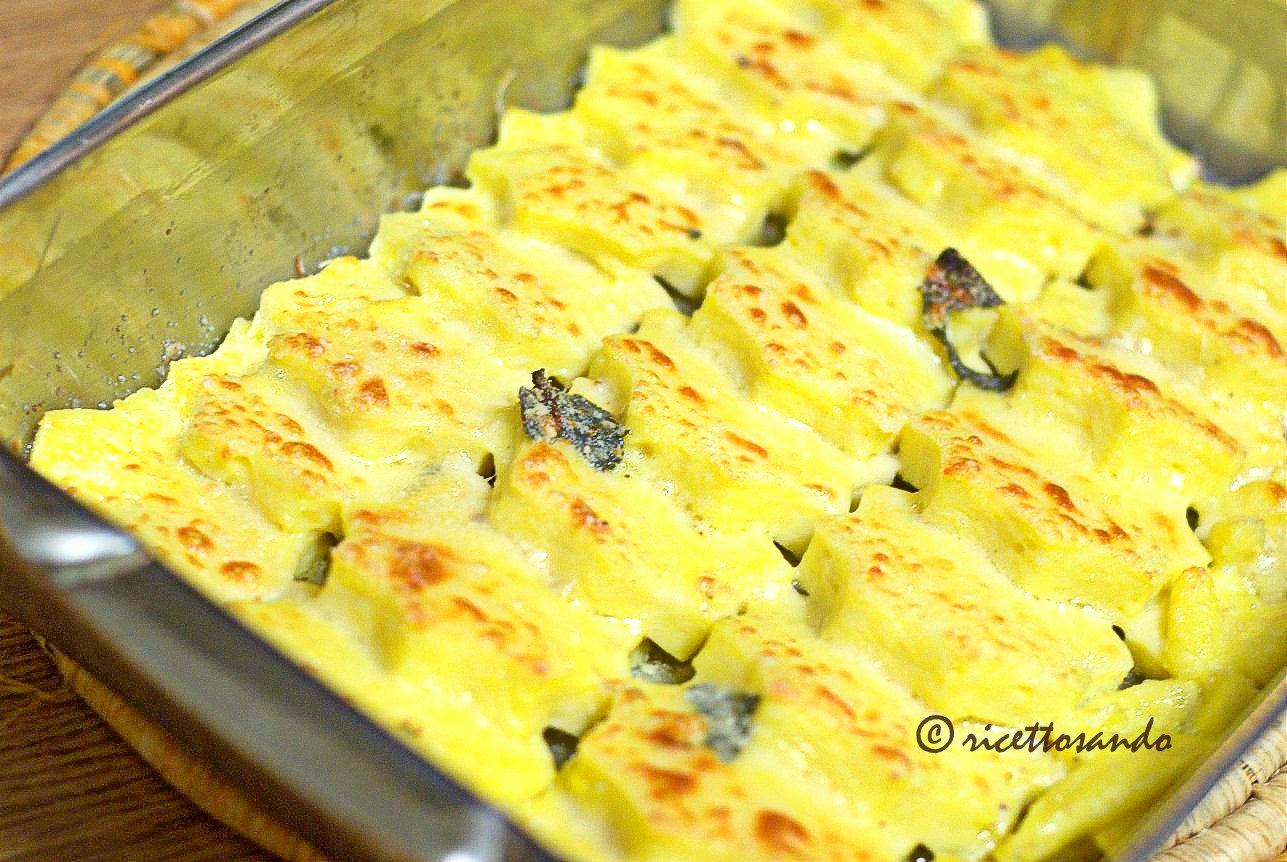 Gnocchi di semolino alla romana spennelliamo con l'uovo ed il parmigiano
