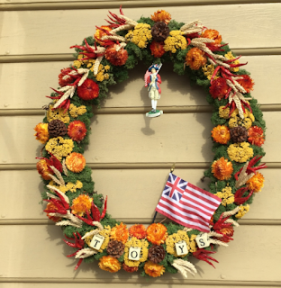 toy maker, wreath, colonial williamsburg, colonial christmas, dried flowers