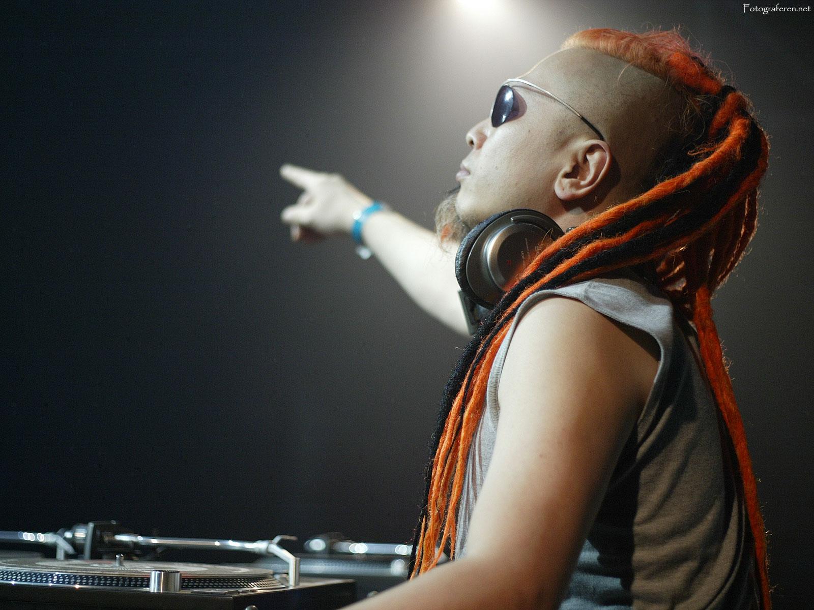 http://4.bp.blogspot.com/-7683bHCFTms/T1CmLwCyklI/AAAAAAAAAe0/QbZHDaQiJQg/s1600/DJ_Sammy.jpg