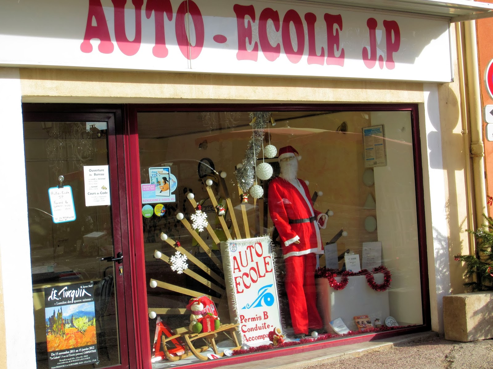 Christmas in Provence - window shopping - If driving lessons are on your list, the Auto Ecole is right here for you