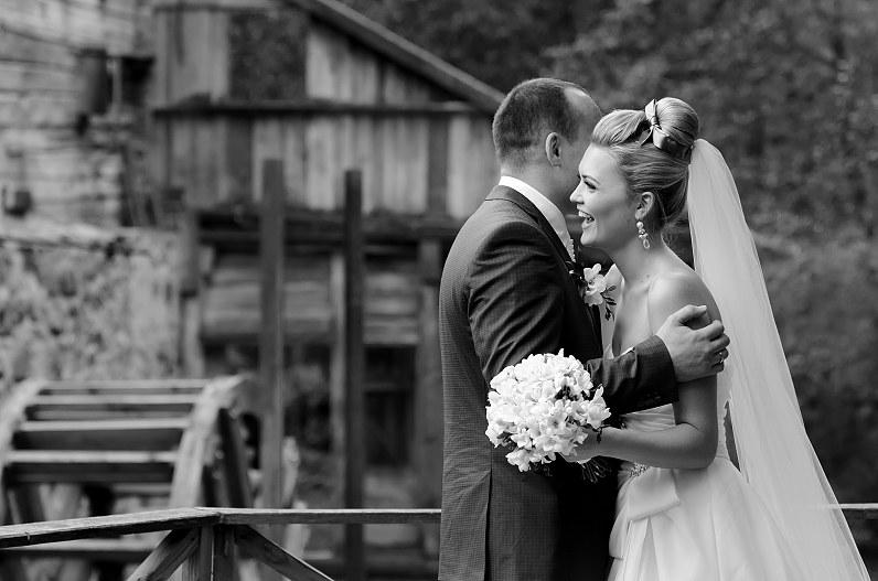 gražios nespalvotos nuotraukos iš vestuvių