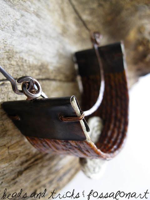 Collana rame, corda e frammenti di conchiglie
