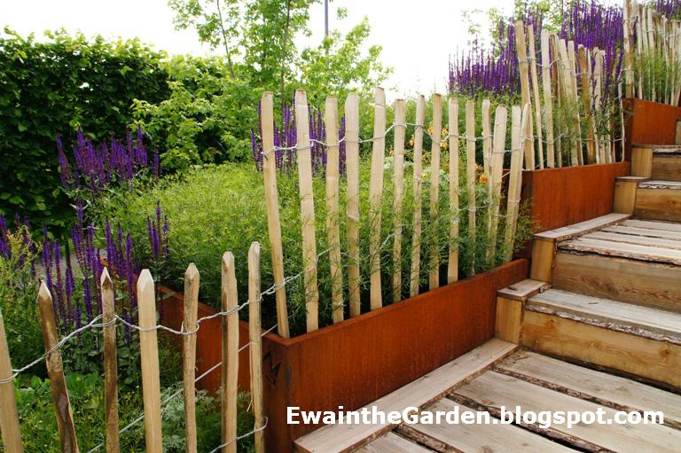 Ewa in the garden pretty stylish diy wood stick fence