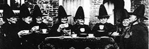 Brujas cocinando