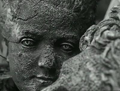 Las estatuas también mueren