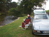 Geoff Relaxing by his PORSCHE 924