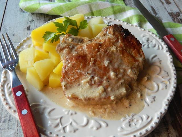 Cotlete de porc cu sos de smantana