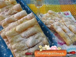 http://www.ricettegustose.it/Dolci_fritti_html/Frappe_coccanti_allo_spumante.html