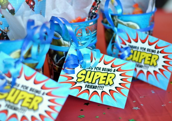Free printable for these adorable superhero party tags!