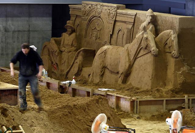 caballos de arena y esculturas