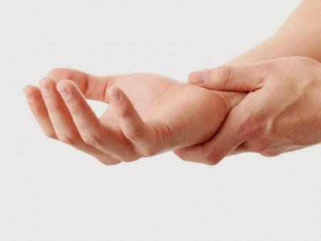 Cách khắc phục chứng đau tê ngón tay cho bà bầu