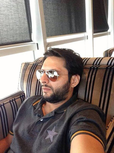 Pakistani Cricket Team in London Gatwick Airport - Shahid Afridi, Lala