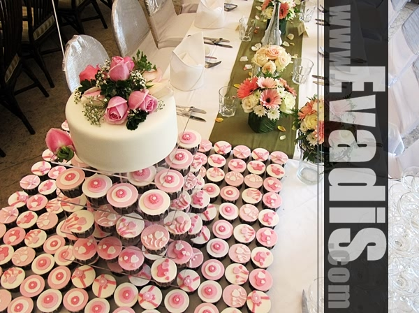 Picture from top view for wedding cakes and cupcakes