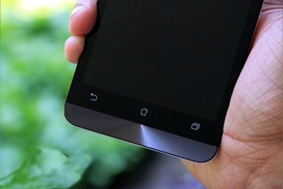 Se você não se satisfaz com um celular preto ou branco, o Zenfone 5 traz várias diversas cores possíveis