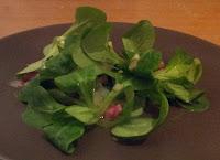 Feldsalat mit Zwiebel-Speck-Soße