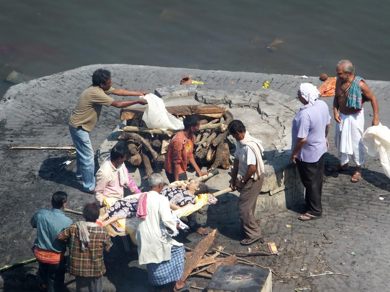 процесс кремации в Индии