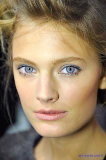صور بنات عيون زرقاء
