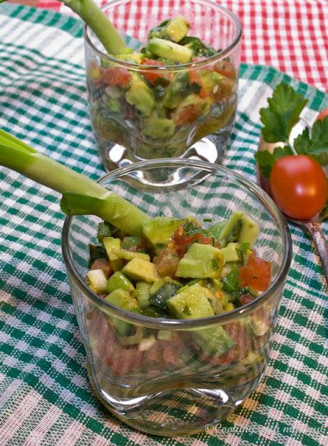 Salata de avocado si rosii