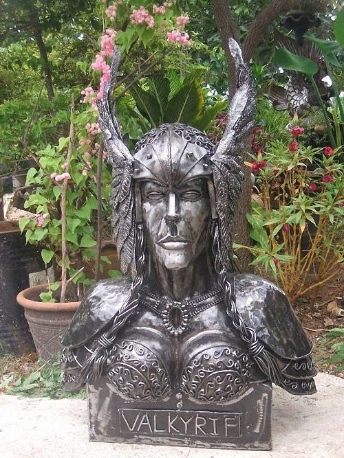 08-Fantasy-Sculpture-Norse-North-Gods-Valkyrie-Giganten-Aus-Stahl