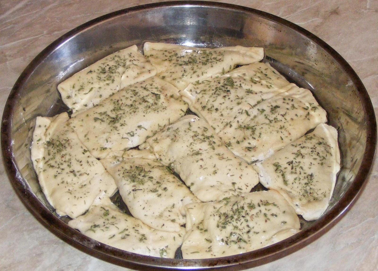 preparare pesmeti de post cu ceapa si ciuperci, cum se prepara pesmetii de post cu ceapa si ciuperci, cum facem pesmeti de post cu ceapa si ciuperci, retete si preparate culinare de mancaruri de post,
