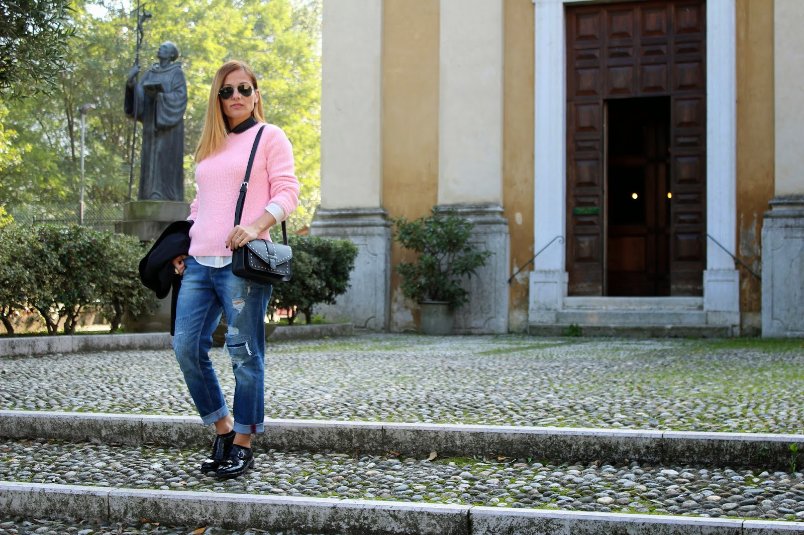 Eniwhere Fashion - Pink sweater - Boyfriend jeans