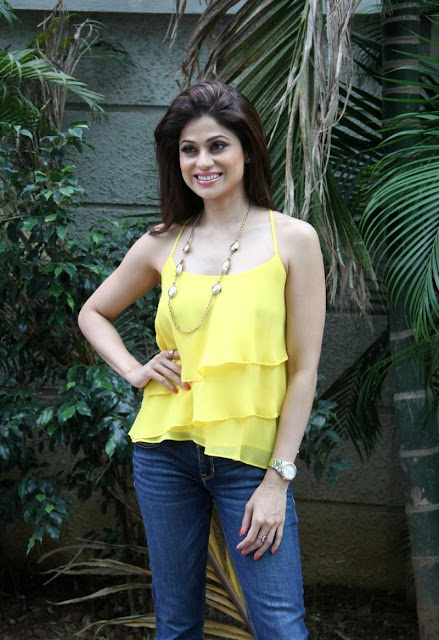 Shamita Shetty Looks Super Sexy In a Tight Blue Jeans and Yellow Top On The Sets Of 'Jhalak Dikhla Jaa 8′ In Mumbai