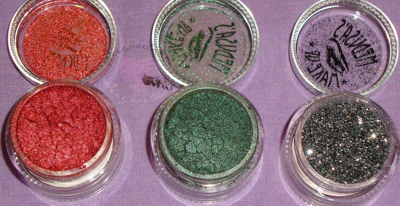 You can see here that they are packed to the top.. except for the glitter. Both eye dusts are fine pigment as well as the glitter.