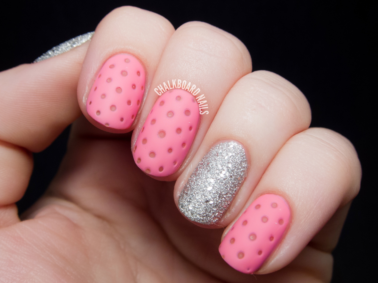 Pink nails with diamonds ~ Beautify themselves with sweet nails