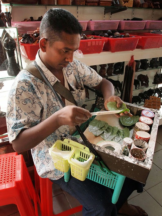 Mobile paan vendor - Bogyoke market, Rangoon