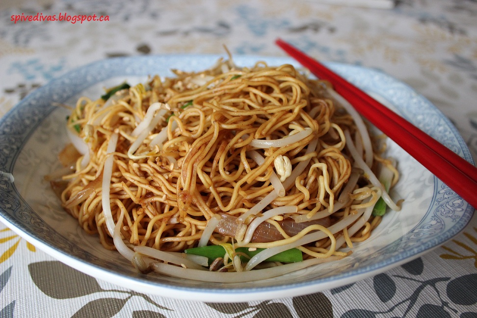 Spice Divas: Classic Chinese Chow Mein