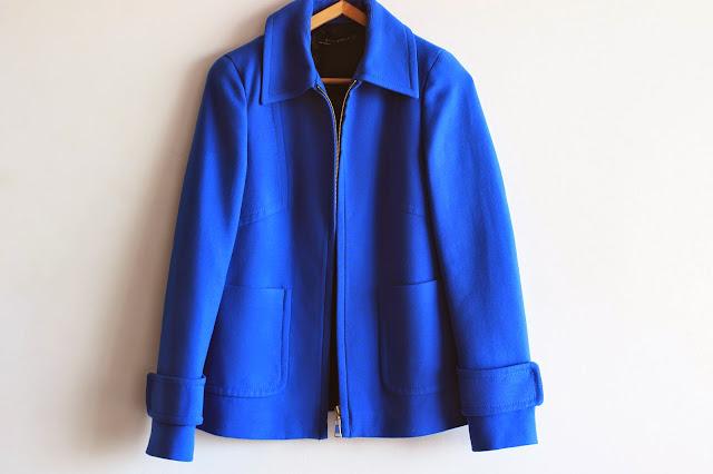 chaqueta azul klein