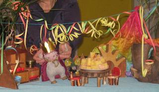 Monatsfeier Februar im Kindergarten, Karneval, Fasching, Puppenspiel Zwerge