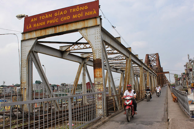 A closer look of Long Biên Bridge in Hanoi, Vietnam