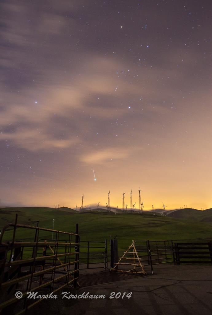 Marsha Kirschbaum chụp tấm hình sao băng Geminid trên bầu trời khu vực vịnh San Francisco vào rạng sáng 14 tháng 12 vừa rồi.