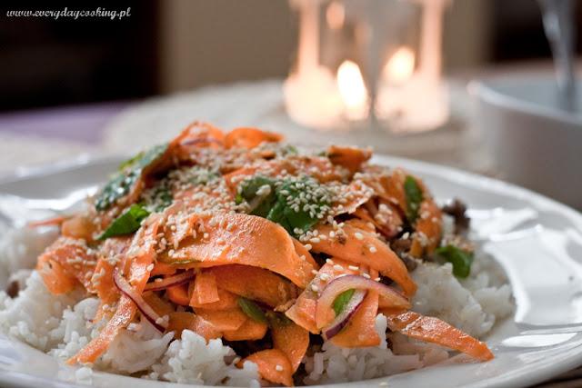 Indyjska sałatka z marchewką i wieprzowiną