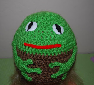 Tree frog crochet hat